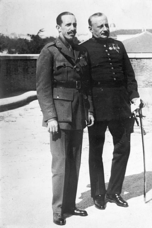 Alphonse XIII d'Espagne en compagnie de Miguel Primo de Rivera, en mars 1930