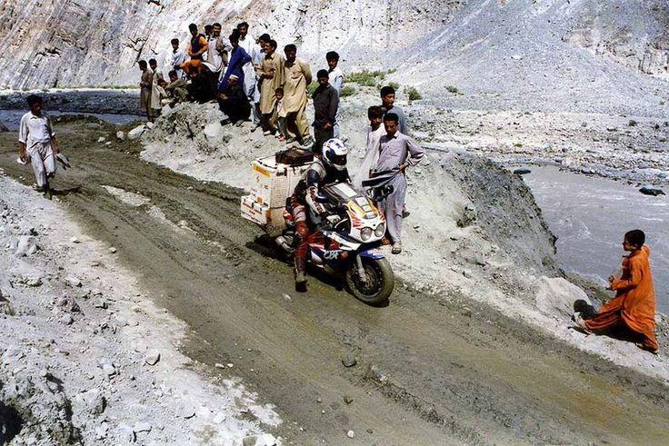 karakoram-highway-motorcycle