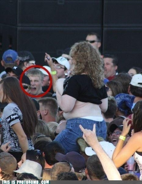 That guy's face bahahaha! I cannot stop laughing!!
