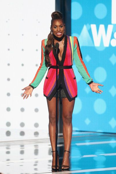 Issa Rae Photos - Issa Rae speaks onstage at 2017 BET Awards at Microsoft Theater on June 25, 2017 in Los Angeles, California. - 2017 BET Awards - Show