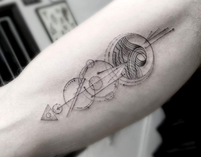 filigrane-tattoo-motive-mann-oberarm-innenseite-geometrisch