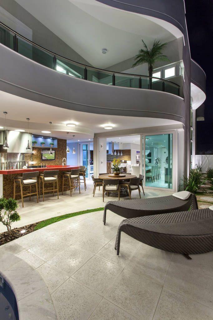 Busca imágenes de diseños de Casas de estilo moderno en gris de Arquiteto Aquiles Nícolas Kílaris. Encuentra las mejores fotos para inspirarte y crea tu hogar perfecto.