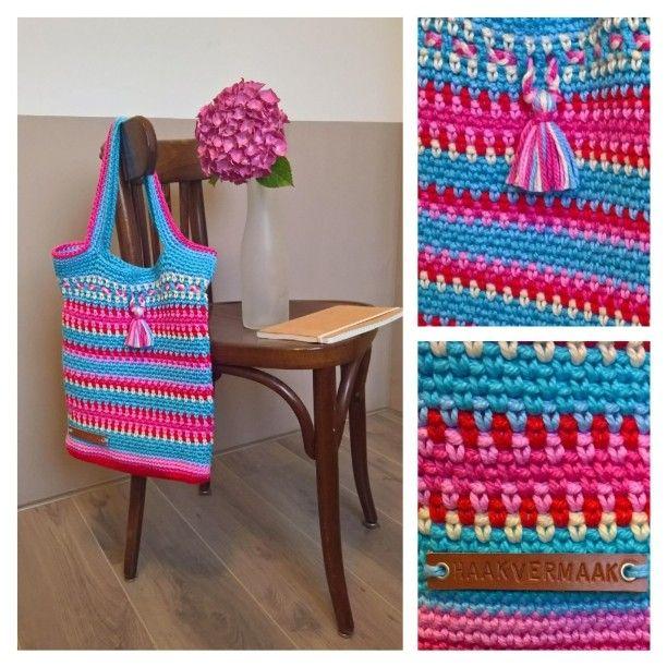 Gezellige zomertas, gehaakt van Lammy Coton 5. Een wat dikker, superzacht garen dat geschikt is voor allerlei projecten. Garen is te koop bij www.haakvermaak.nl #crochet #haken #hakeniship #stoerhaken #crochetaddict