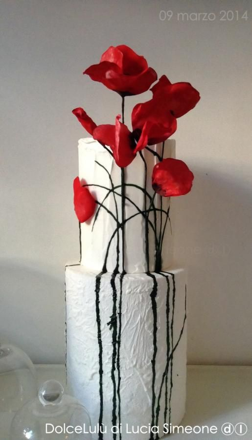 dreaming poppies wedding cake  Tablescapes by Design www.tablescapesbydesign.com https://www.facebook.com/pages/Tablescapes-By-Design/129811416695
