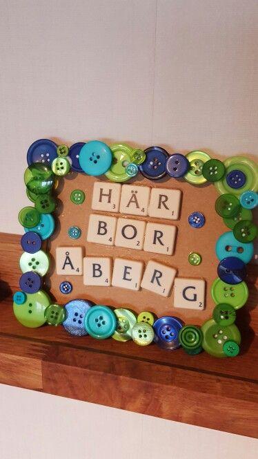 Tavla med knappram och alfapet-bokstäver :)