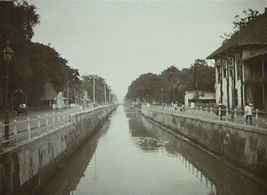 Kanaal Molenvliet (Tjiliwoeng rivier) in Batavia 1900-1920.