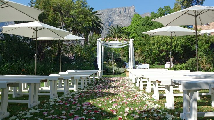 Wedding with Table Mountain view.