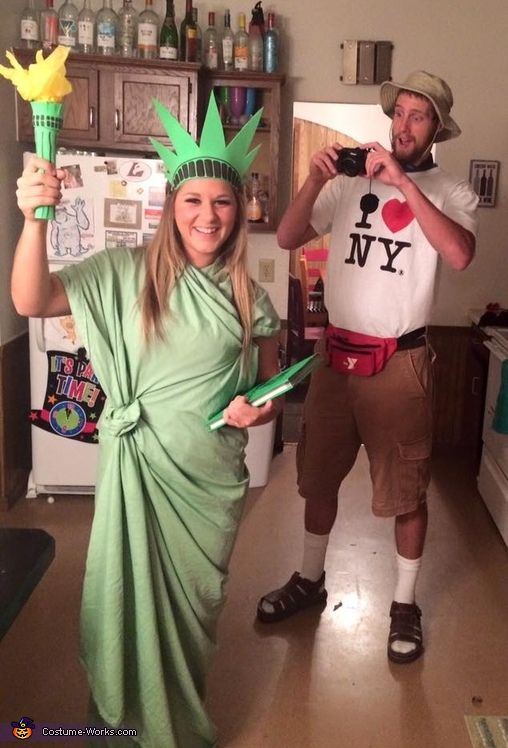 nyc tourist and statue of liberty costume funny couple costumescouple costume ideashalloween - Ideas For Couples For Halloween