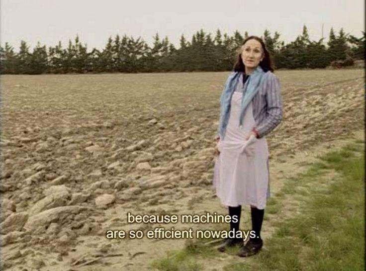 """Der Film von Agnès Vardas """"Les glaneurs et la glaneuse"""" zeigt, wie die noch heute lebendige Tradition des """"Nacherntens"""" oder das Sammeln von zurückgelassenen Lebensmitteln (beispielsweise auf Wochenmärkten) auch noch heute ein Thema für viele Menschen ist (manchmal freiwillig, manchmal aus Not).  Der Link zum Film: http://vimeo.com/37089032"""