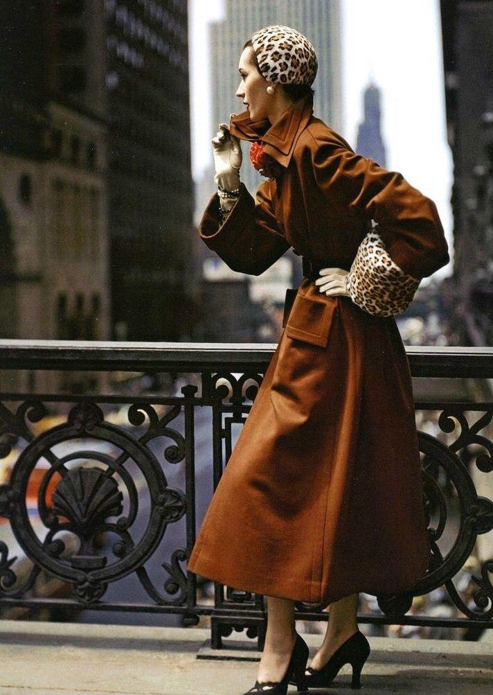 Dovima, photo by Norman Parkinson, Glamour, 1949