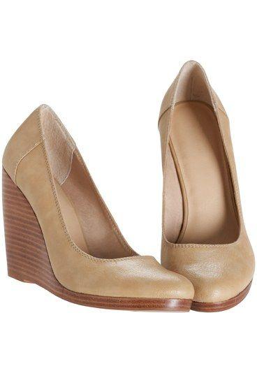 escarpins compensés - escarpins talon hauts - escarpins- H&M - Chaussures pas cher: chaussure pas cher, chaussure discount - Des escarpins comme on les aime ! De la hauteur pour galber le mollet, et un talon compensé pour les porter au quotidien sans souci. On adore leur joli coloris crème neutre, qui ne dénote pas avec votre élégance toute légendaire...