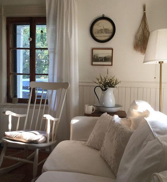 Simple Farmhouse Style Family Room