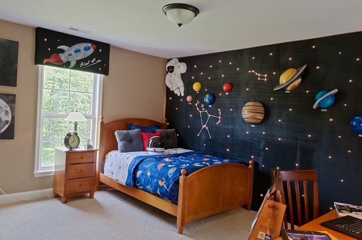 A space-themed boy's bedroom will look great in your new home! | Fischer Homes