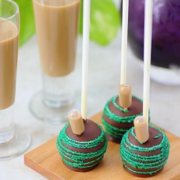 Community Post: 15 Boozy Cake Pops That'll Seriously Up Your Dessert Game