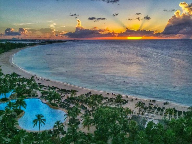 The sun sets on another perfect day in paradise. (Photo: @photographybygeorginavendrell)