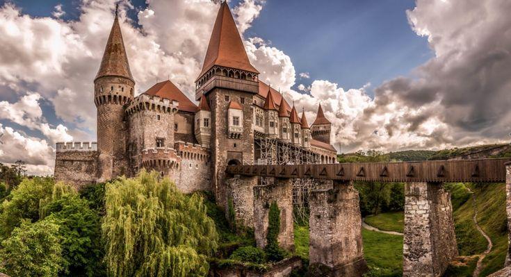 Кажется в детстве у меня были пазлы с этим замком)
