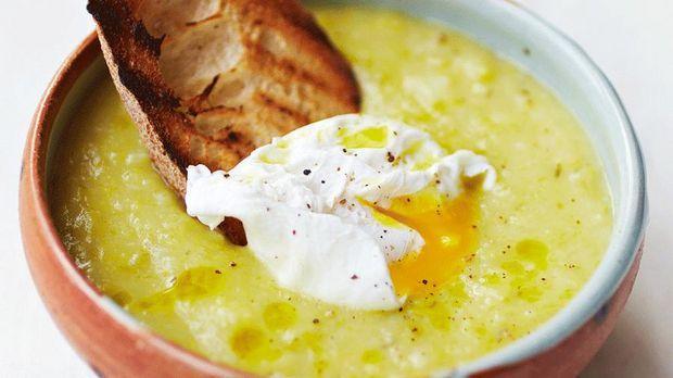 Lecker und schnell gemacht: Jamie Olivers Lauch-Kartoffel-Suppe!
