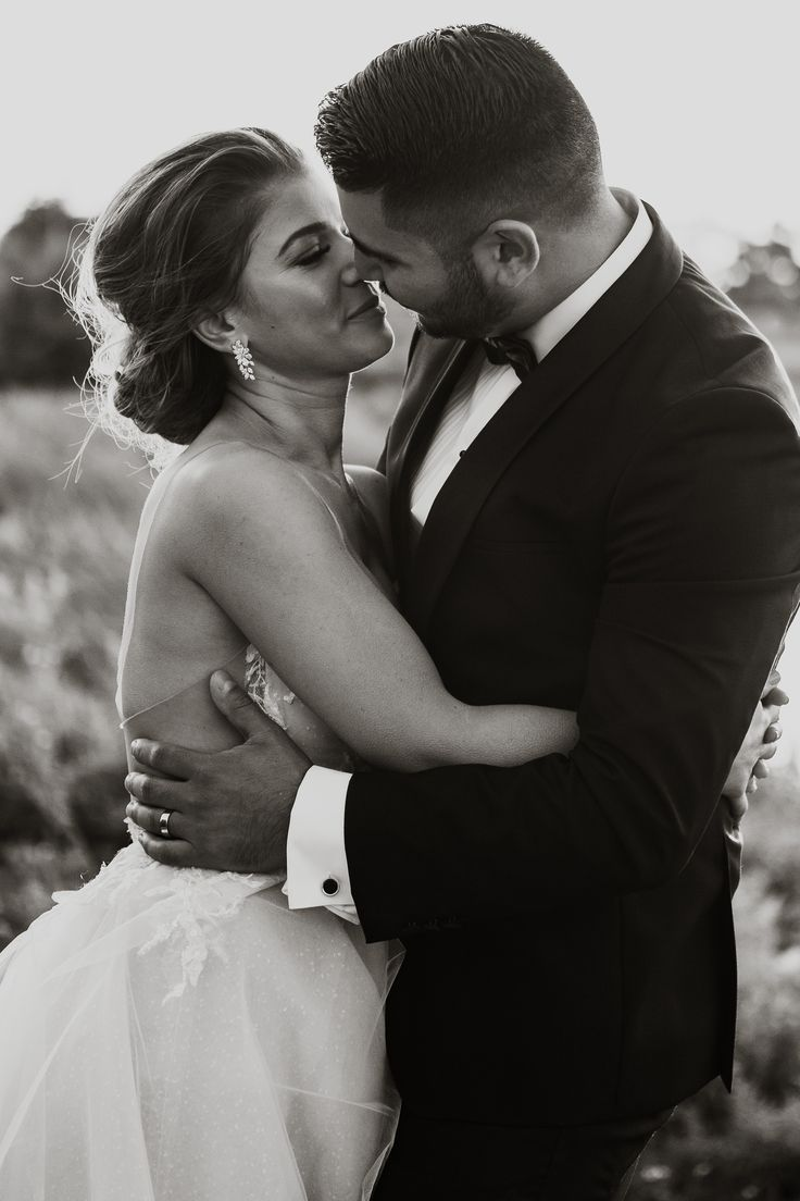 elegant black and white wedding portraits; PHOTOGRAPHY Joel + Justyna Bedford, destination wedding photographers