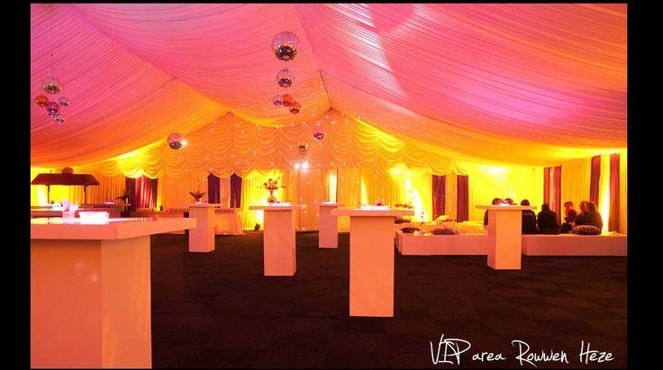 Feest, tent, LED statafel, disco ballen, VIP lounge, aankleding, decoratie, styling Party, disco balls.