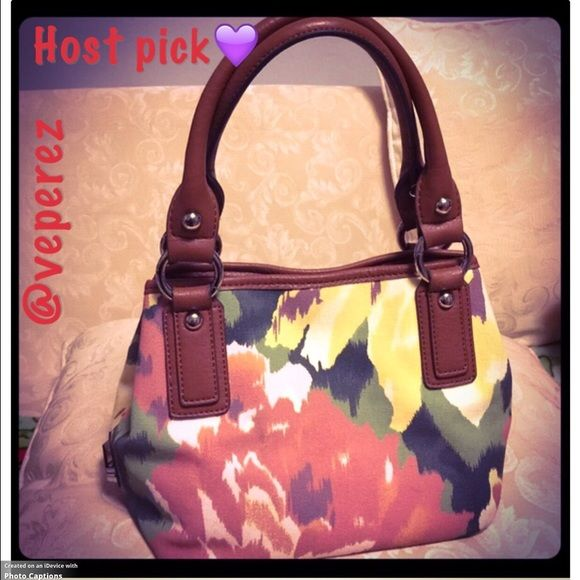 "💥💥HP💥💥 1/5/16=Best in Bags=Tignanello handbag Cute small Tignanello handbag. Perfect for summer days height is about 8"", base is 6"" x 8"" Tignanello Bags"