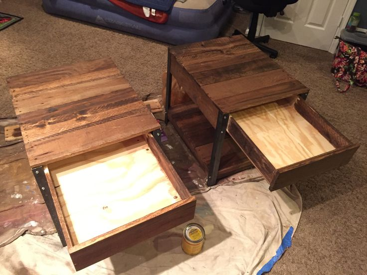 Do It Yourself Home Design: DIY Side Tables Made From Pallet Wood And Angle Iron