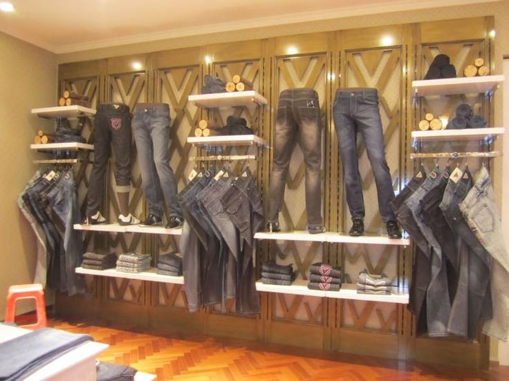 Feature of the product with mannequins incorporated into for Boutique decoration interieur