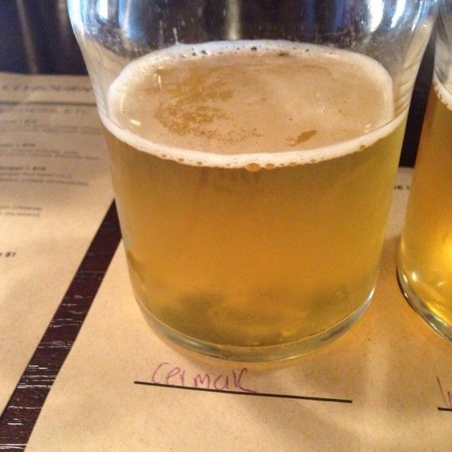 Cerveja Goose Island Cermak Bohemian Pilsner, estilo Bohemian Pilsener, produzida por Goose Island Brewery, Estados Unidos. 5.9% ABV de álcool.