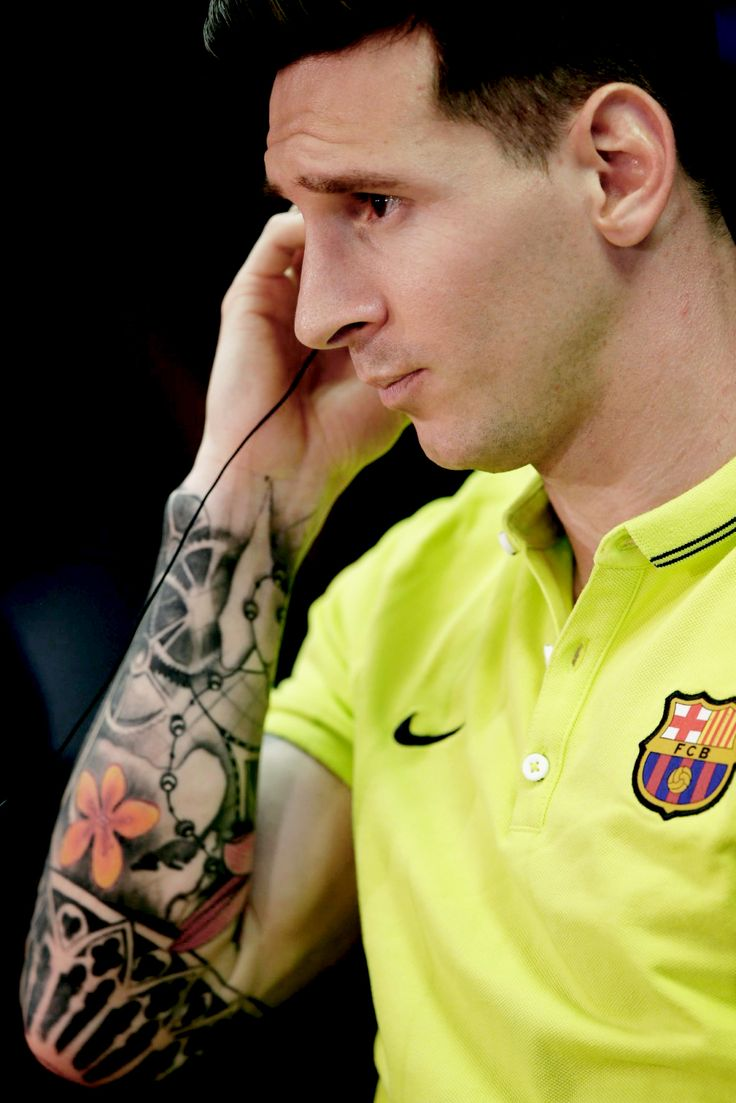 Lionel Messi wearing a short sleeved T-shirt in... - FC Barcelona La ...