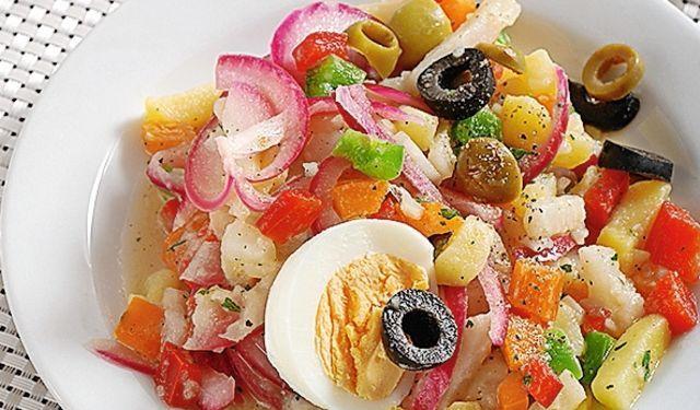 Naozaj netradičný: Farebný zeleninový šalát s olivami | DobreJedlo.sk