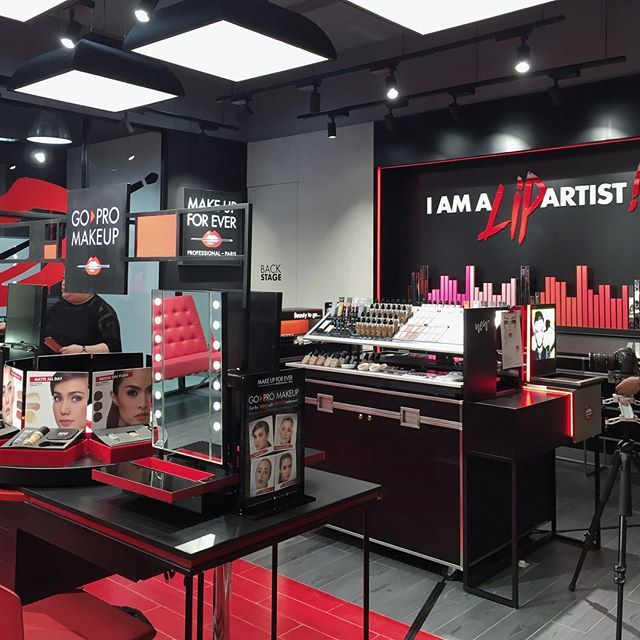 Make Up For Ever membuka concept store pertama mereka di Gandaria City sebuah makeup addict playground yang di dalamnya terdapat studio makeup untuk enam orang sekaligus serta lebih dari 1.000 produk untuk dicoba seperti seniman bereksperimen dengan warna. #MakeupAddictDestination @makeupforeverid  via HARPER'S BAZAAR INDONESIA MAGAZINE OFFICIAL INSTAGRAM - Fashion Campaigns  Haute Couture  Advertising  Editorial Photography  Magazine Cover Designs  Supermodels  Runway Models
