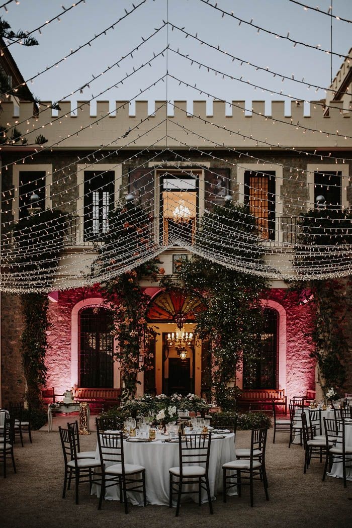 A canopy of twinkle lights hung over this dreamy wedding reception | Image by Prisma Blanco Fotografia