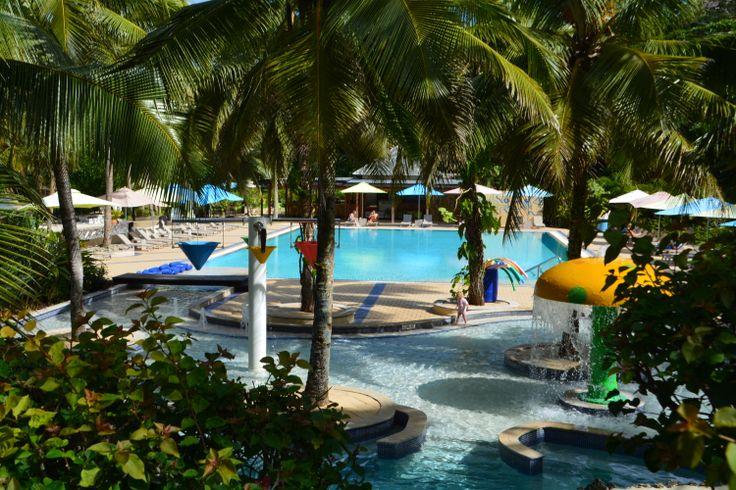 Anyone for a splash or paddle? #vanuatu #holidayinnresort #stayfun