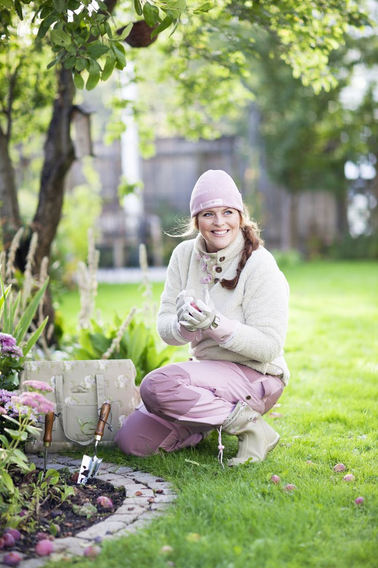 Petra Is Wearing The Teddy Fleece Jacket, Fleece Hat And Our Ink Ribbon  Gardening Pants