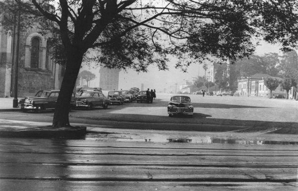 A praça Roosevelt na maior tranquilidade, na década de 50.