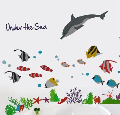 イルカと熱帯魚、サンゴ礁が綺麗な海中イラスト、子供向けウォールステッカー(子供部屋・寝室・キッズスペース・浴室・楽しい・ファンシー・夢・明るい・可愛い・はがせる・DIY・簡単・プチリフォーム・熱帯魚・海藻・海・サンゴ礁・イルカ)