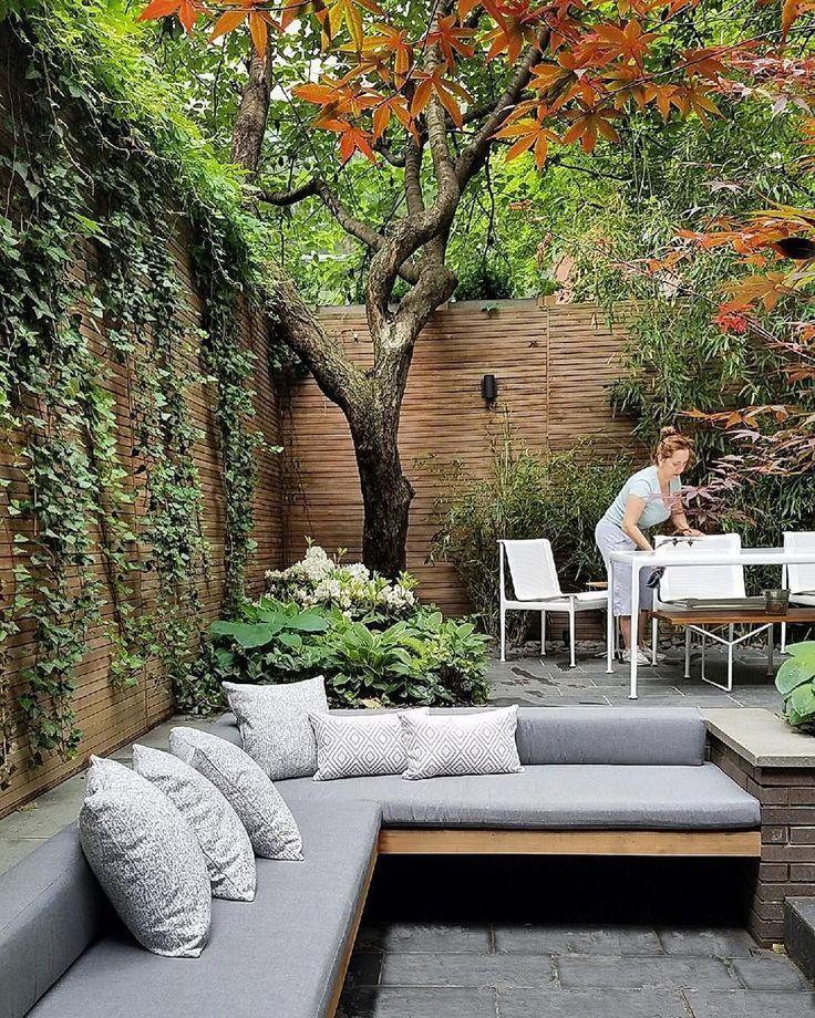 22 Marvelous Winter Garden Design For Small Backyard Landscaping