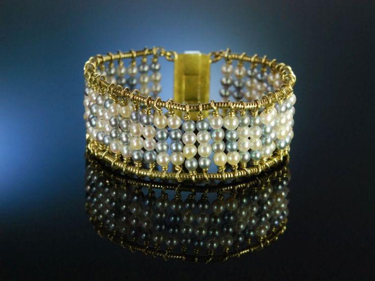 Extraordinary pearl bracelet handmade, goldsmith! Goldschmiede Armband Gold 750 natur graue und weisse Akoya Zucht Perlen, feiner Perlen Schmuck bei Die Halsbandaffaire