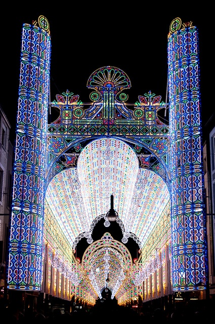 Luminarie De Cagna - LEDs are chained into great curtains of light that are fixed on buildings or stretched on detached elements. In this way, whole streets and even squares are fully lightened.