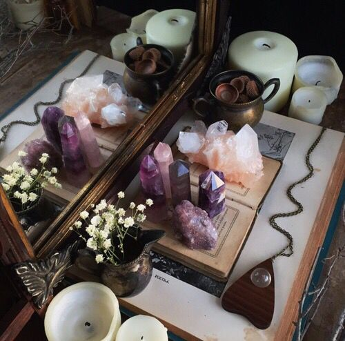 Wiccan Wedding Altar: 17 Best Ideas About Crystal Altar On Pinterest