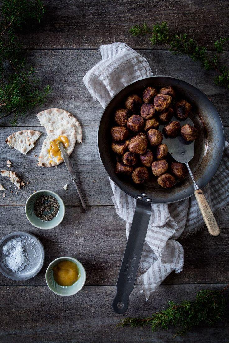 Underbart goda vegetariska köttbullar som passar perfekt när som helst, till potatis och gräddsås eller som en självklar vegorätt på julbordet!