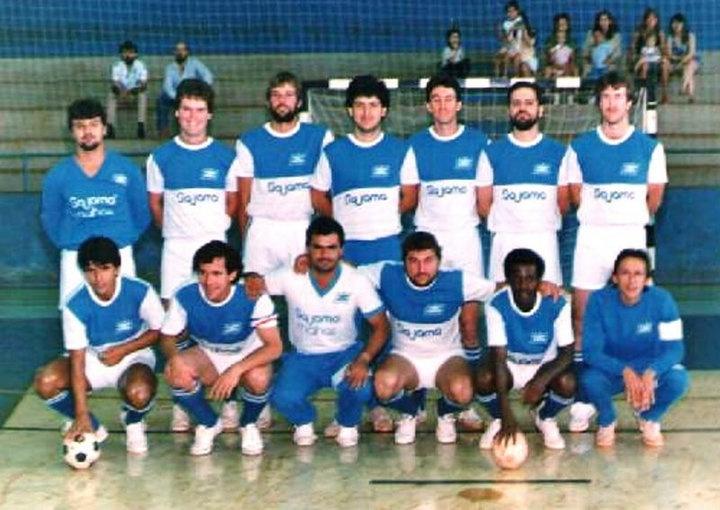 Em 1988, novamente em Guarapuava, conquistamos o título de campeões dos Jogos Abertos do Paraná. Foto mostra a equipe da Fertimourão que representou Campo Mourão na conquista. Foi meu último título paranaense.