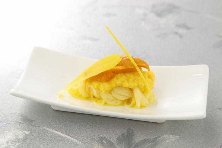 〈前菜小皿〉とうもろこしとウニのカッペリーニ