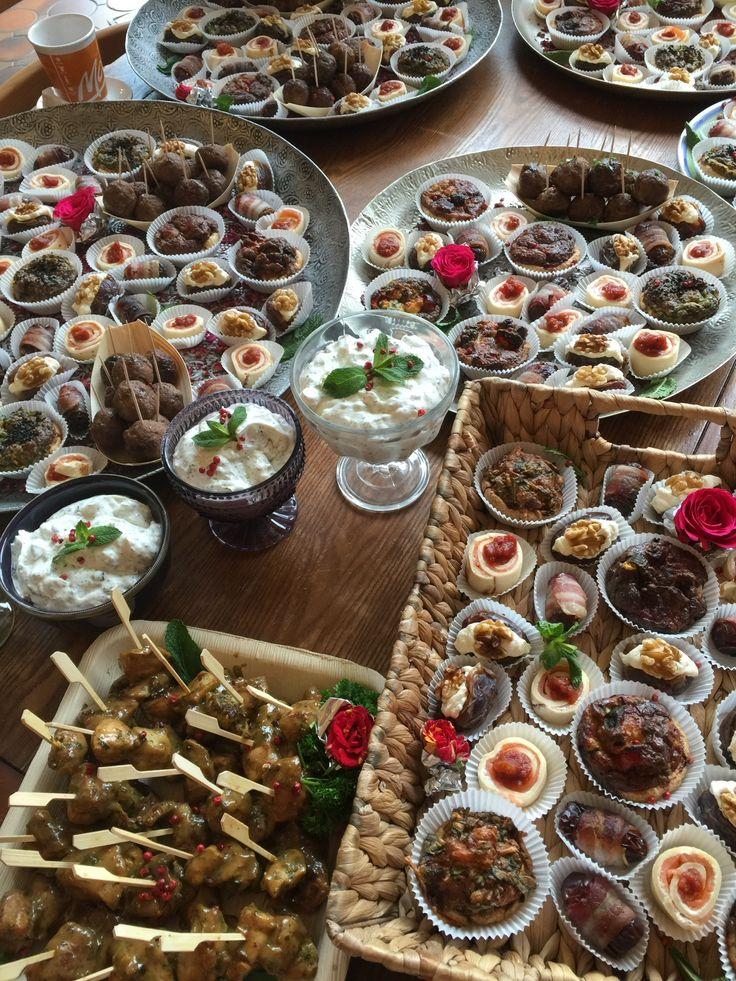 Gemischtes orientalisch-mediterranes Fingerfood aus dem Zimt & Rosen