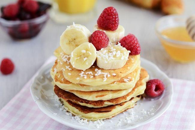 Творожные оладьи с бананом и кокосом:  http://www.domashniy.ru/?a=77561