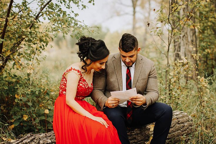 Bride and Groom reading letters to each other . . #wedding #weddingphotography #weddingphotos