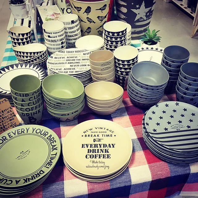 【雑貨入荷情報】中間店です!家具ではないですが、 『BREAK TIME』の食器⭐️相変わらずの人気です☕️🍽 * * ヴィンテージテイストも仲間入りしてさらにパワーアップしてますよ😆💕 * ※バンブーファイバー(竹の繊維)を使用した軽くて割れにくい素材(プラスチックのような)です。プラスチックとは違い、無農薬で育った竹を使用していて、身体にやさしい作りになっています。電子レンジ、食洗機、オーブンの使用は不可です。