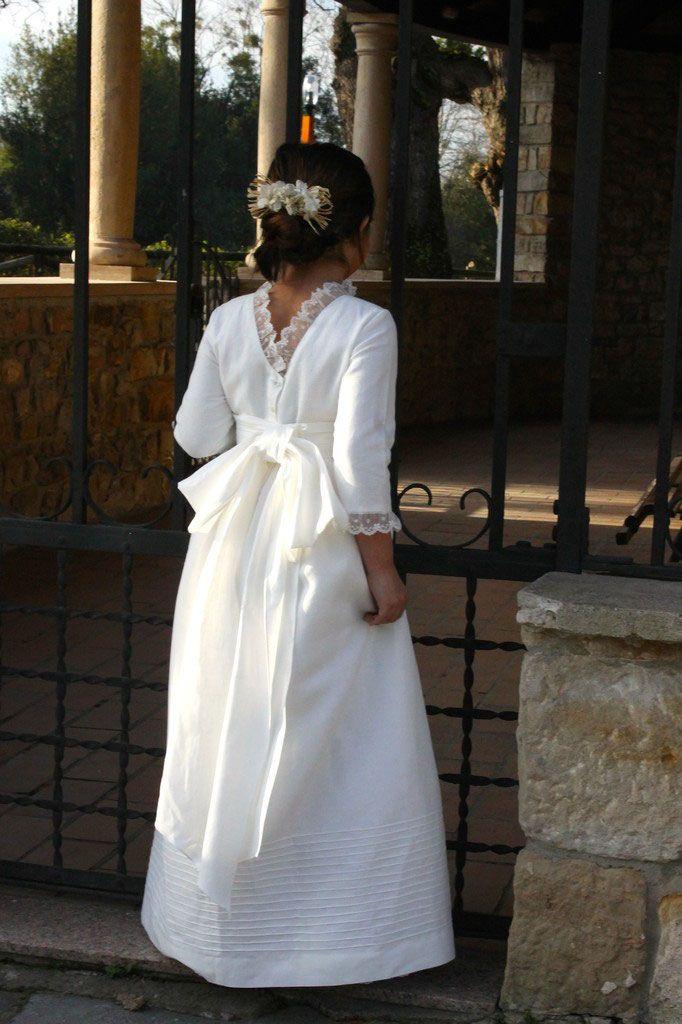 Vestido comunión espalda pico