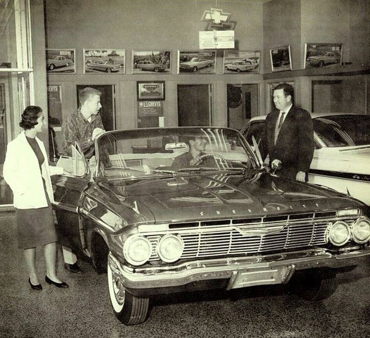 1961 Chevy: first year of parallel wipers for Chevy. Two years before Ford. (except for Lincoln) but two years after Mercury went parallel.