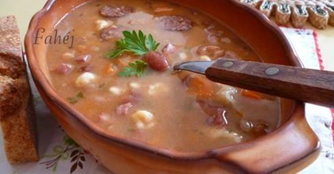 Jókai bableves  http://www.nosalty.hu/recept/jokai-bableves-ahogy-fahej-kesziti