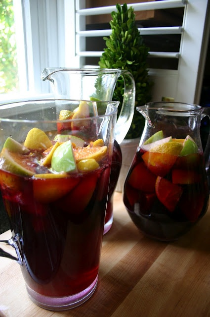SimplySweeter: The Best Red Wine Sangria on the Planet! For my mom.